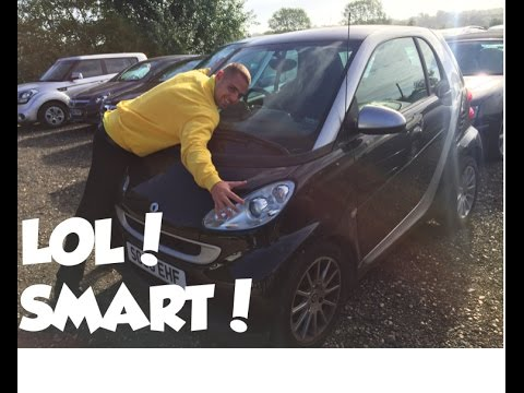 SMART CAR REVIEW VIDEO! [AWFUL] Driving through Luton in an automatic Smart car