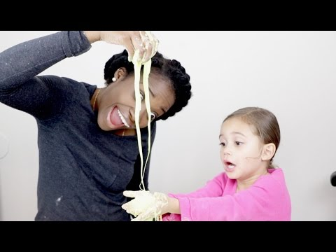 HOW TO MAKE SLIME AT HOME USING CORNSTARCH AND WATER!!  NO GLUE, NO BOARX!!