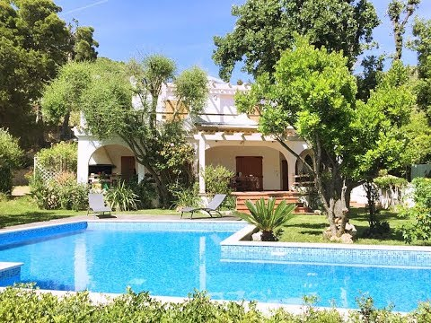 Detached villa with private pool to rent in South East Sardinia