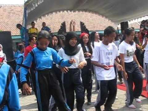 Break Dance DUBSTEPS SMPN 1 SUTOJAYAN
