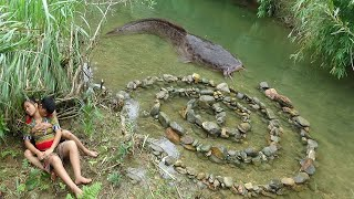 Download Survival skills: Build Fish Trap From Stone Catch Big Fish - Cooking Delicious Fish Video