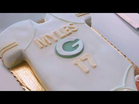 Cake Decorating | Green Bay Packers Baby Onesie Cake