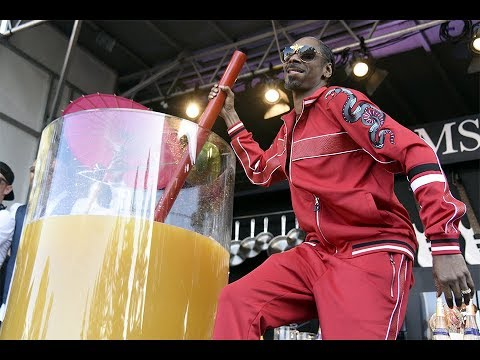 SNOOP DOGG BREAKS GUINNESS RECORD FOR LARGEST GIN & JUICE