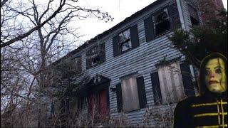 Haunted Abandoned House. Exploring