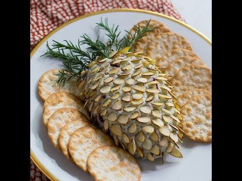 Awesome Party Food - Holiday Pinecone Cheeseball!