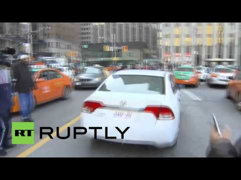 Canada: Taxi driver clings in protest to UberX car as it speeds away