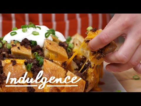 Learn How to Make This Awesome Chili Cheese Pull Apart Bread