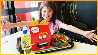 Learn colors for toddlers and learn colors for children with McDonald's Happy Meal, McDonald's chicken nuggets and a fresh McDonald's McSalad. In this fun kids video from KiddieToysReview™, toddlers will learn colors for kids with various McDonald's food, such as a Happy Meal with chicken nuggets, a fresh vegetable salad, and French Fries and apple juice. We hope you enjoy to learn colours for children, toddlers and babies.  Kids learn colors at McDonald's with many colours of vegetables. There's green, red, yellow, brown, white and purple. Learning colours for toddlers with coloured vegetables is so much fun and educational in this kids educational video. Ela went to McDonald's to eat a McDonald's Happy Meal with French Fries and Chicken Nuggets, apple juice, and a McSalad, and wanted to learn colors as well. She took out each vegetable from the McSalad and said the color, such as red and yellow, green, purple, brown and white. Then she ate the chicken nuggets and the French fries, which were also golden brown and yellow.  There are so many colors to learn, and in this kids video there is plenty of learning for 2 year olds at McDonald's and learning for 3 year olds with McDonald's Happy Meal chicken nuggets. Learning for babies happens when Ela takes out the vegetables and Happy Meal nuggets and fries, and says the colors, with learning for 4 year olds with the colors red, green, yellow, brown, white and purple.  We call it capsicum! What do you call it? Tell us in the comments below...  😱 Don