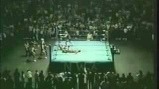 Dusty Rhodes injures a Horsemen