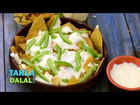 नाचो के साथ चीज़ रेसिपी (Nachos with Cheese Recipe) by Tarla Dalal