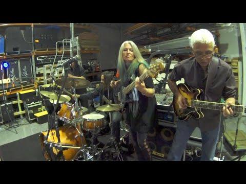 Rebecca Johnson Band *AINT THAT PECULIAR* (18/8/17)