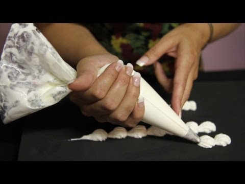 Cake Decorating / how to make shell borders with buttercream