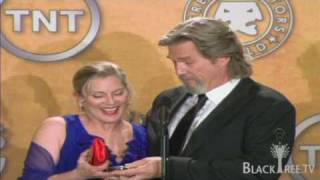 Jeff Bridges wins Actor® and brings his wife up to share the moment...