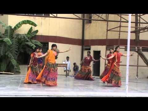 steps of gujrati dance..