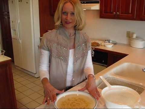 Betty's Quick Tip 2--How to Keep Peeled Potatoes from Turning Brown