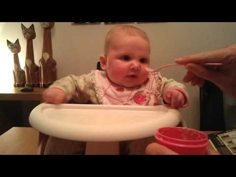jessica tries rusks in milk for first time