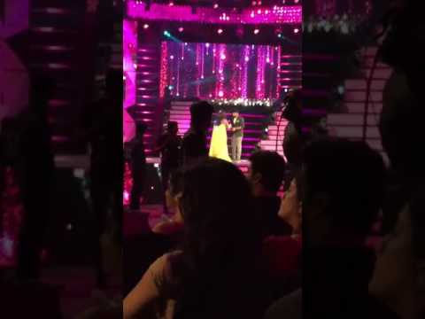 Shirish Saravanan gettiing awards at Jio Filmfare