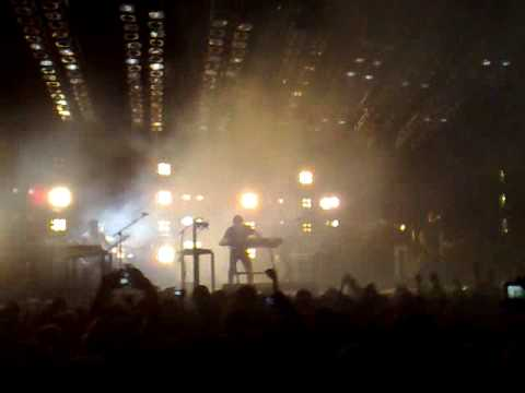 Nine Inch Nails - Cars (with Gary Numan) at the O2 Arena, London 15/07/2009