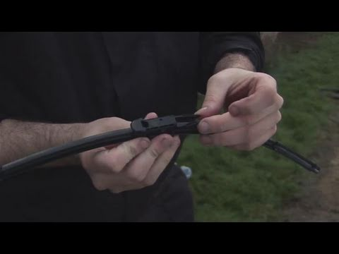 How To Clean And Change Your Windscreen Wipers