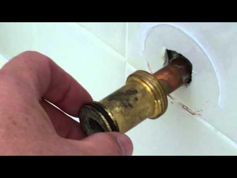 Delta 1400 series bath faucet pull down diverter spout