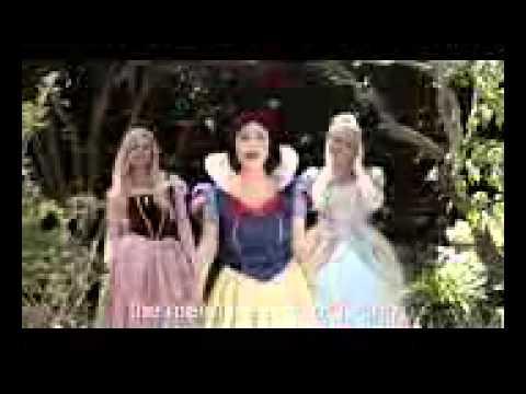 Snow white v.s elsa