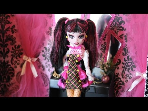 Doll Room Tour : Draculaura's Closet | Plus Craft Project