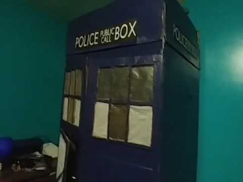Home made cardboard TARDIS showcase! From DOCTOR WHO!