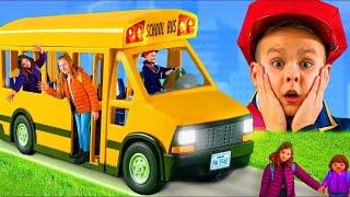 Histoire avec le bus scolaire avec des jouets pour enfants - Roues dans le bus - Toys for kids