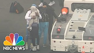 L.A. Lakers Arrive At LAX Visibly Emotional After Kobe Bryant Death | NBC News