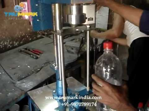 low cost pet bottle chuck capping machine, carbonated soda bottle capping machine