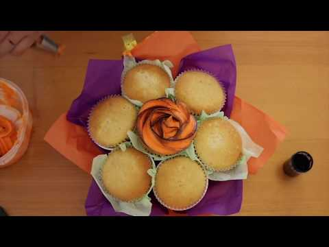 How to make a cupcake bouquet and pipe rosettes in two tone piping