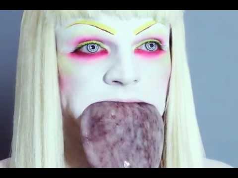 MAKEUP TUTORIAL: The Ultimate Trout Pout Fish Lip  - タコの表面