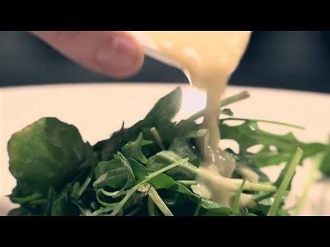How To Prepare Garlic Salad Dressing
