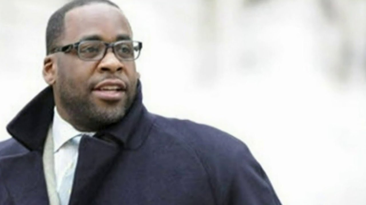 Former Detroit Mayor Kwame Kilpatrick released from prison, reunites with family