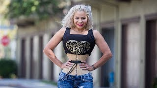 Corseter Mum Shrinks Waist To 18 Inches   HOOKED ON THE LOOK
