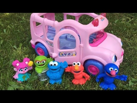 PINK SCHOOL BUS Ride to CUPCAKE Shop with Seseme Street Toys!