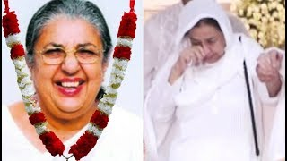 Farida Jalal Crying At Friend Shammi Aunty Prayer Meet