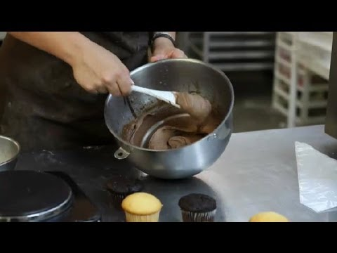 How to Make Chocolate Frosting With Candy Melts : Fortune Cookies & More