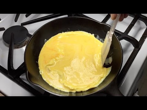 Scrambled Eggs In A Cast Iron Chef Skillet | No Sticking