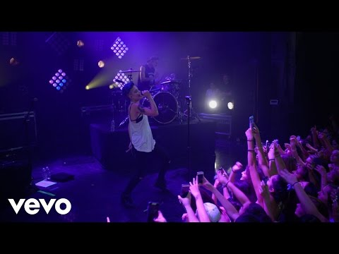 Halsey - Is There Somewhere (Vevo LIFT Live)