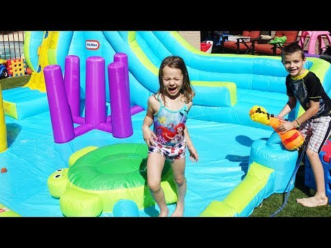 NEW Little Tikes Spray Ground Spraying The Sister at The Obstacle Course Waterslide