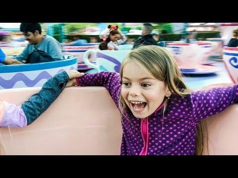 Mad Tea Party Tea Cups ride in Euro Disneyland Paris Fantasyland Full Ride in HD Magic Cubs