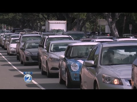 Broken crosswalk button causes big traffic backup in East Oahu