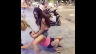 Linda đánh chị em bạn dì dã man quá !