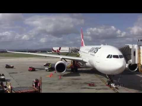 Flight Review: Qantas QF582 Perth (PER) to Sydney (SYD) in an Airbus A330 - Australia: 20/08/15