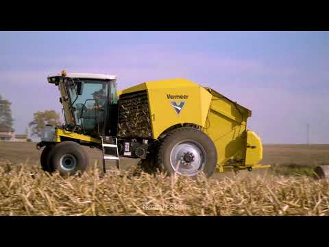 ZR5 Self-Propelled Round Baler Performs in Cornstalks | Vermeer Agriculture Equipment