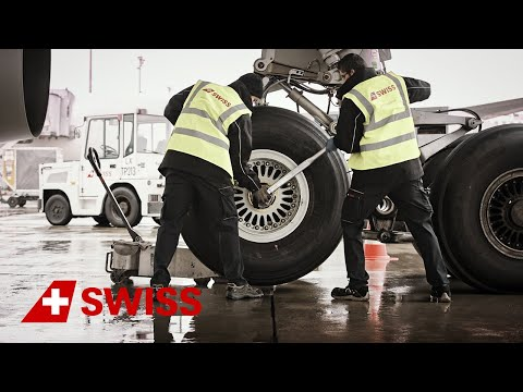 SWISS Technical Division - Changing an A330 wheel | SWISS