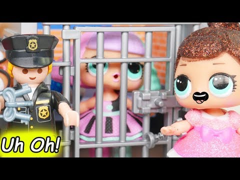 LOL Surprise Dolls Lil Sisters play at Playmobil House