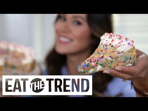How to Make a Giant Funfetti Sugar Cookie For Santa | Eat the Trend