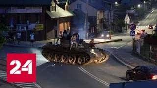 Download Пьяный мужчина прокатился на танке Т-55 по польскому городу - Россия 24 Video